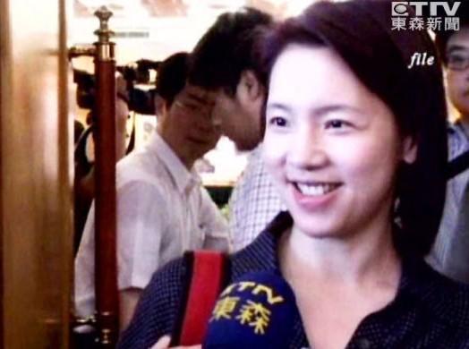 12年前曾因非常光盘事件喧腾一时的前台北市议员璩美凤,最近接受金门